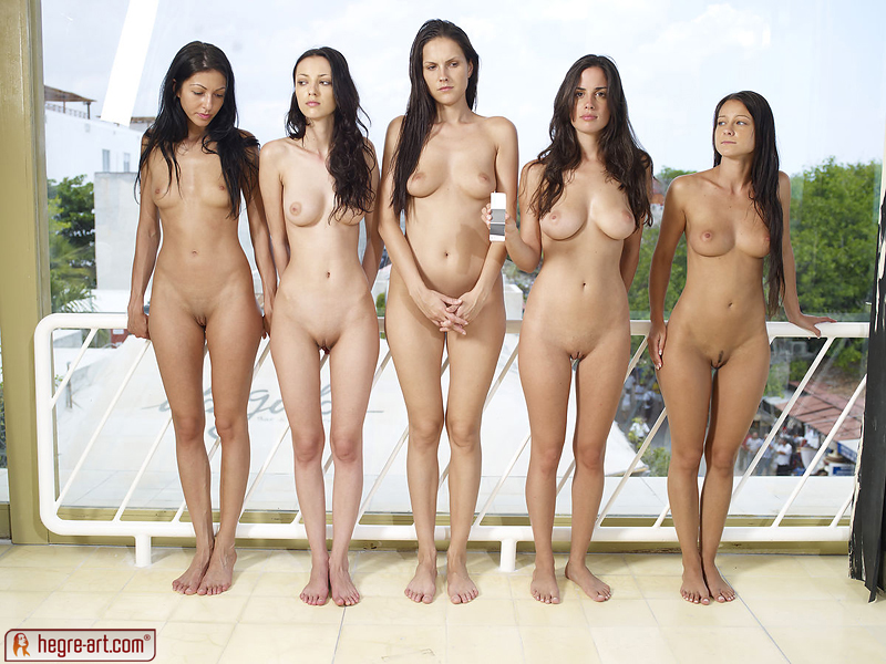 групповое фото девушек ню
