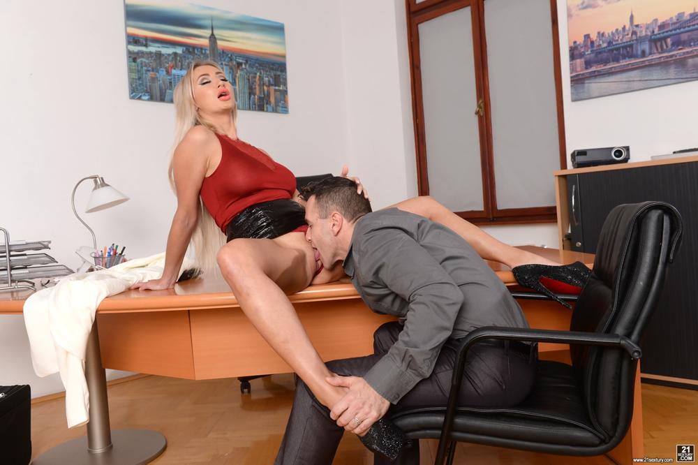 Порно начальница россия клубе