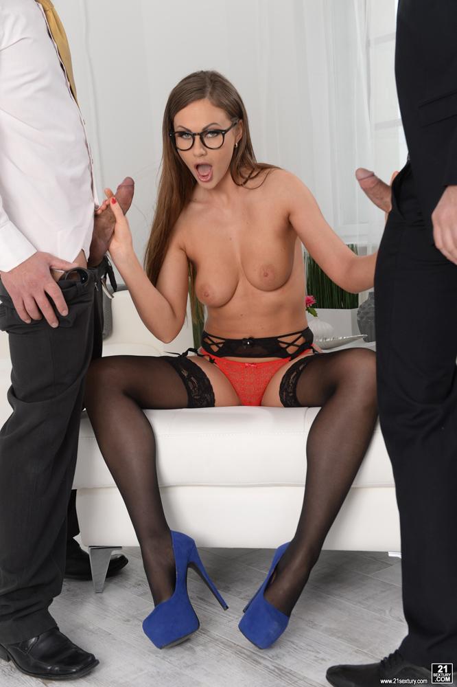 Реальное порно зрелая женщина дала первый раз в анал