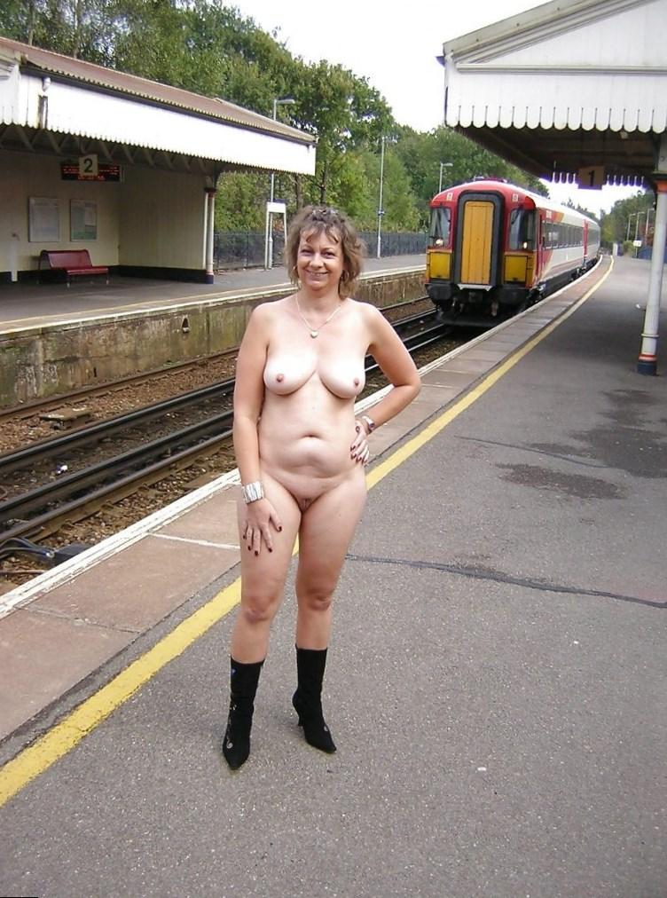 women naked in public № 141993