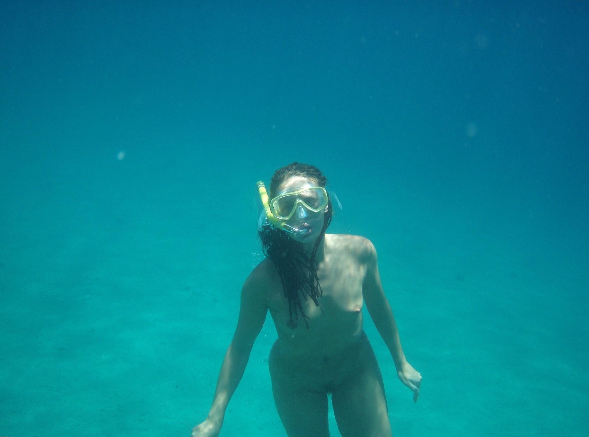 family-nude-snorkeling