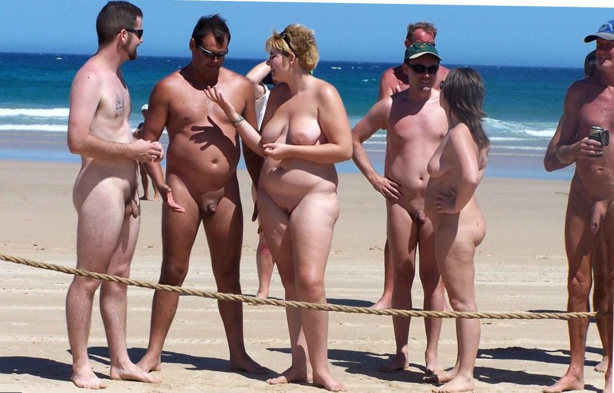 Порно нудитском пляже видео на семья