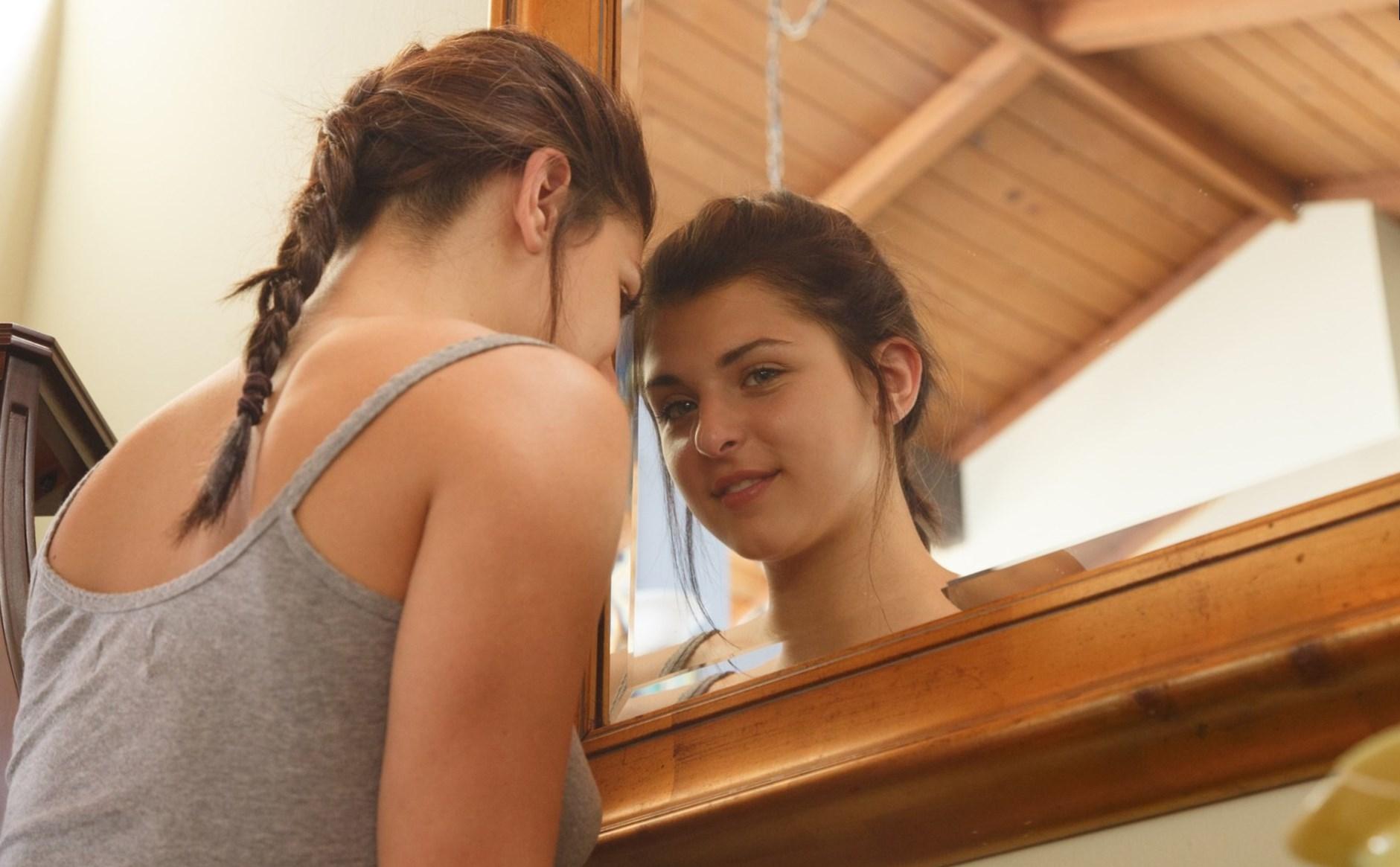 Teen girls Nina North and Leah Gotti kiss before having a threesome № 1518942 загрузить