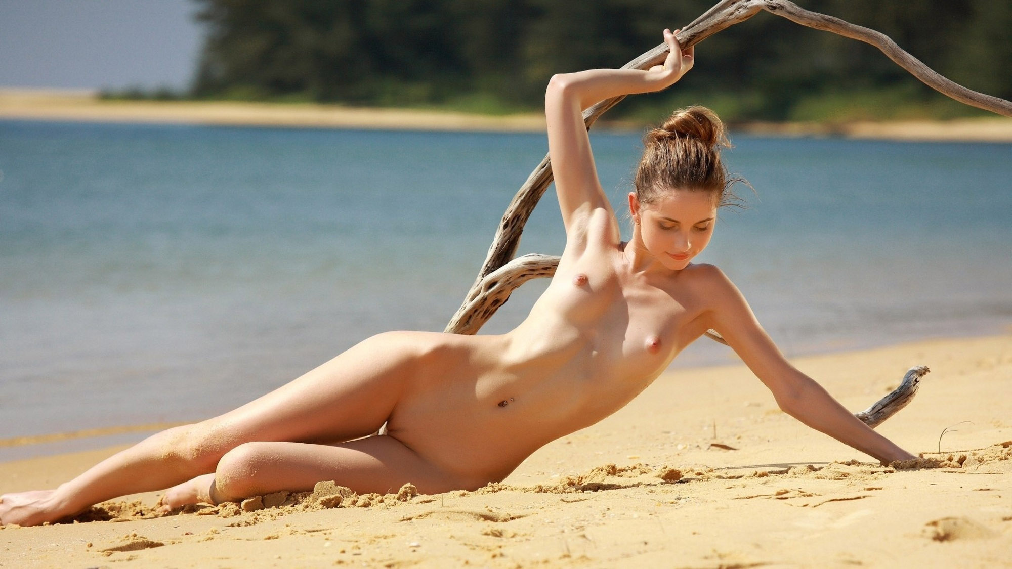 Nude girl beach — photo 1