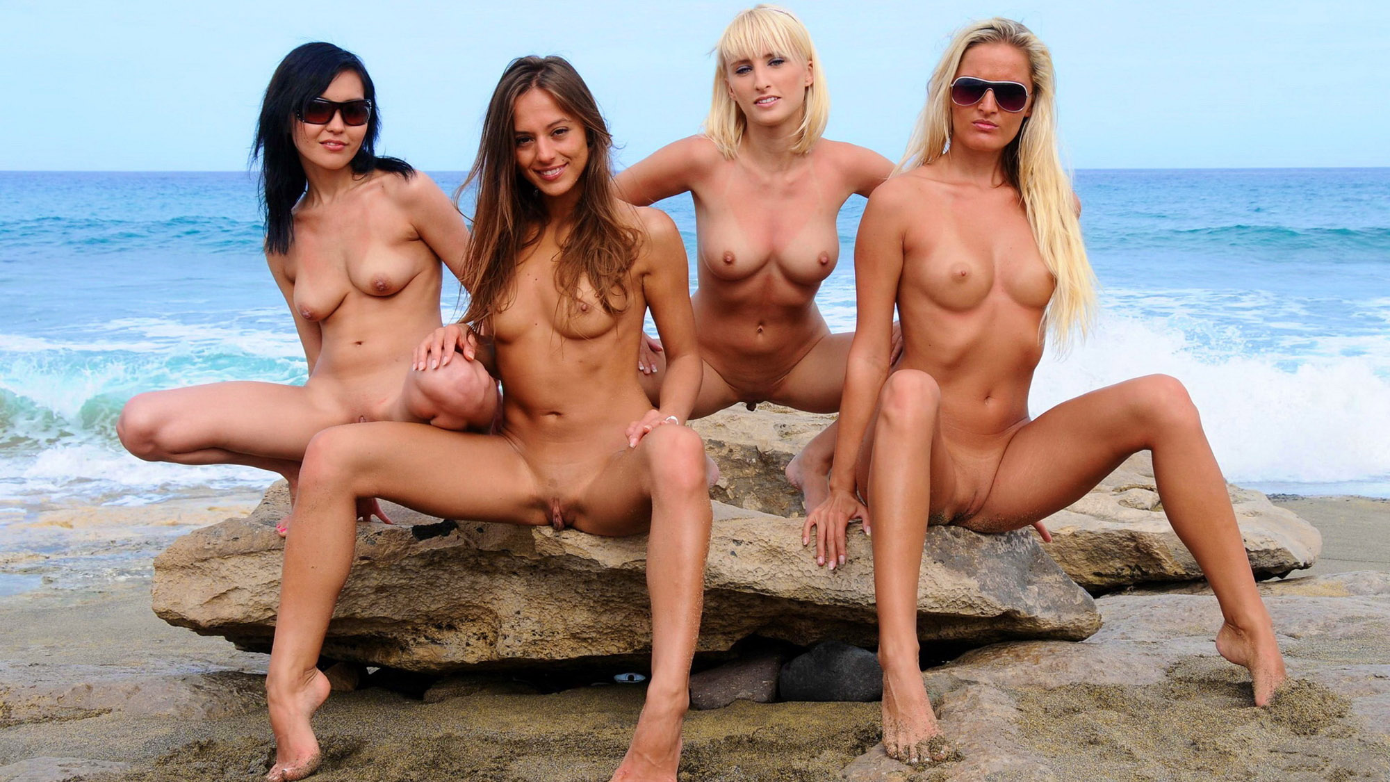 naked-hot-horny-girls-at-beach