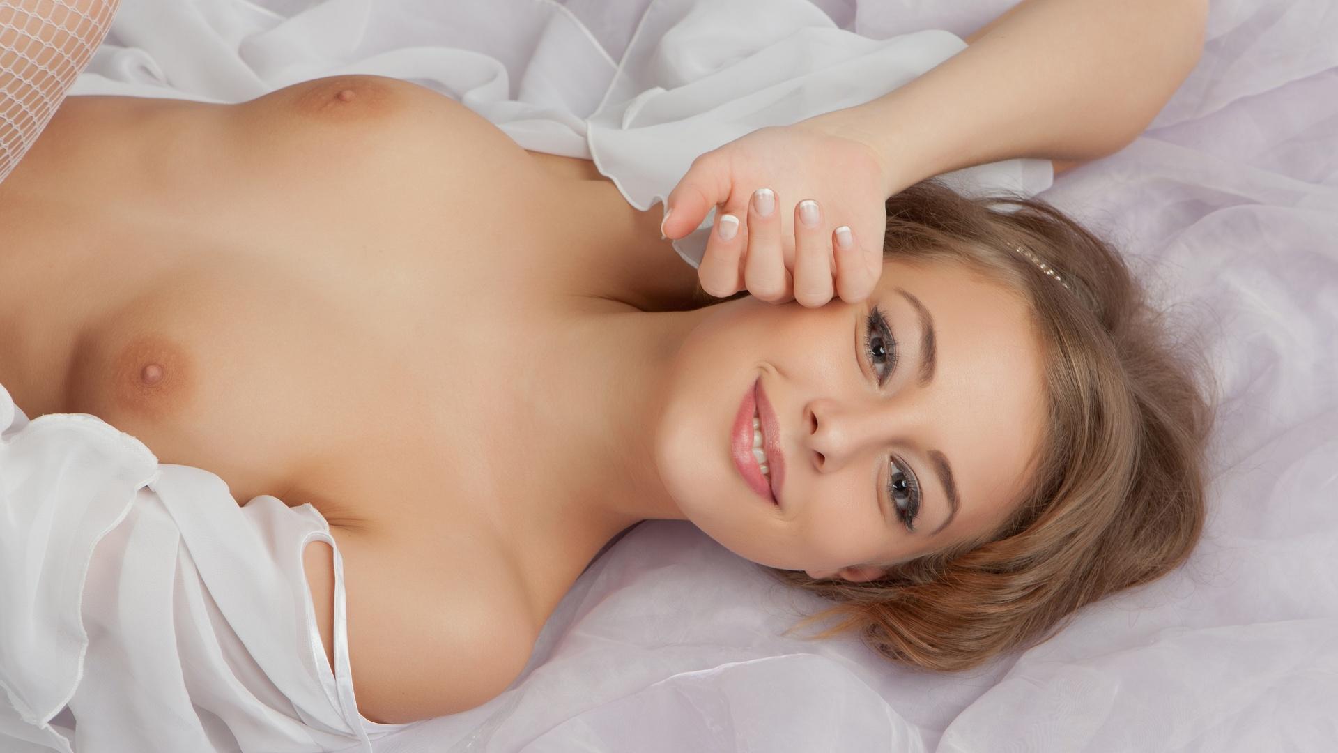 Smiling nude women 1