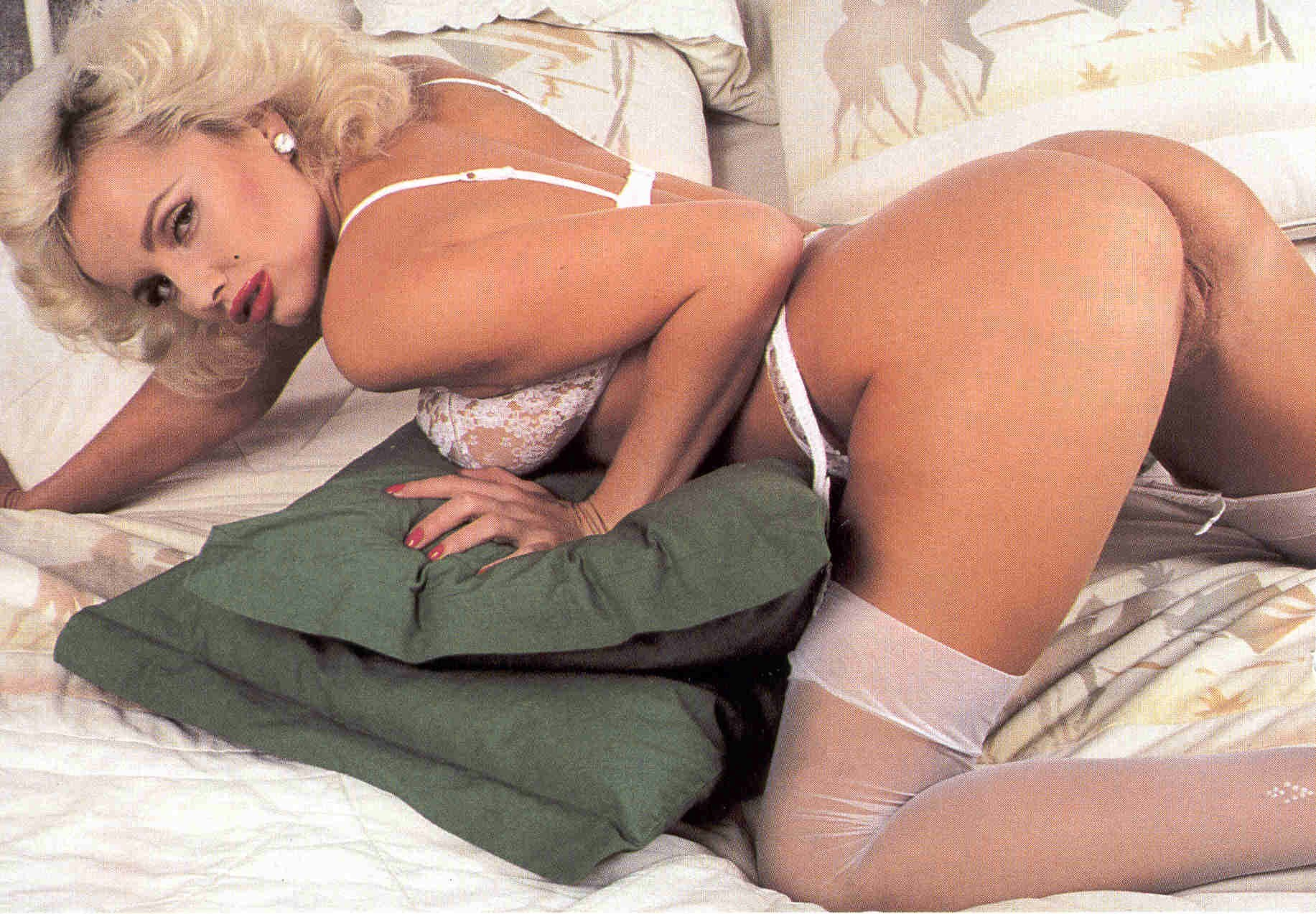 inside-marilyn-porn-movie-strap