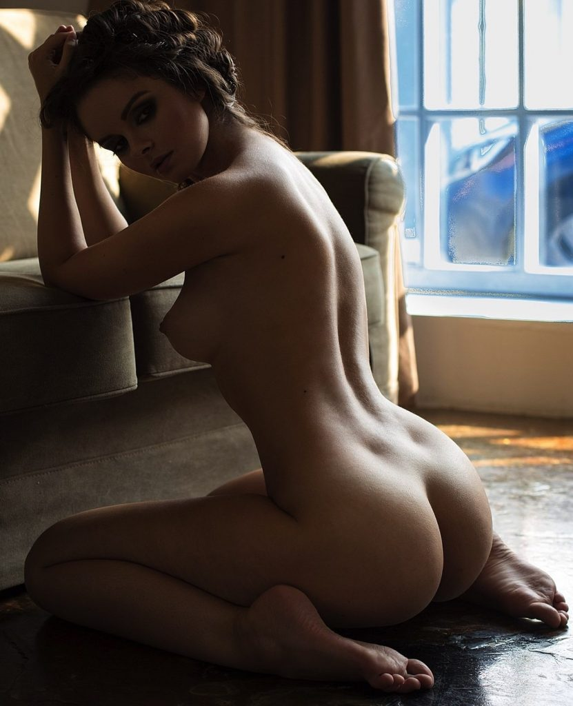 lion-sex-hot-girl-nude-buns-kardashian-big-but